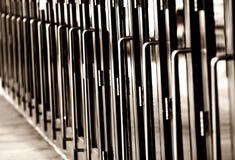 Larga cola de las puertas (horizontal, monocromático)) Foto de archivo libre de regalías