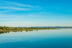 Largamente lago profundamente azul Fotos de Stock