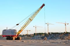 Free Large Crawler Crane Or Dragline Excavator With A Heavy Metal Wrecking Ball On A Steel Cable. Royalty Free Stock Images - 156782119