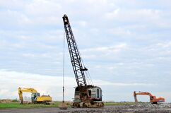 Free Large Crawler Crane Or Dragline Excavator With A Heavy Metal Wrecking Ball On A Steel Cable. Wrecking Ball Royalty Free Stock Photography - 179966847