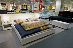Large king size beds in furniture store Royalty Free Stock Photography