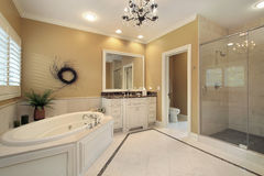 Large luxury master bath Royalty Free Stock Photos
