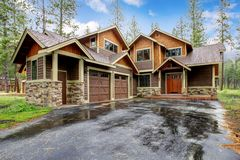 Large mountain cabin house Royalty Free Stock Photos