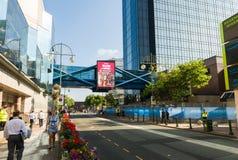 Large rue à Birmingham, R-U Images libres de droits