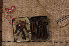 Large rusty vintage metal keys in tin Royalty Free Stock Photos