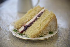 Victoria sponge cake with raspberry jam and cream Royalty Free Stock Photos