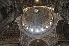 Large sunlit dome within the giant Basilica di Saint Peter  i Stock Images