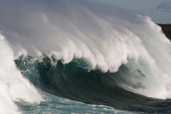 Large surf wave with barrel and wind. Royalty Free Stock Photos