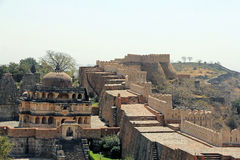 Large Temple and city wall at Kumbhalgarh. Kumbhalgarh Fort is a Mewar fortress on the westerly range of Aravalli Hills, in the Rajsamand District of Rajasthan Stock Photos