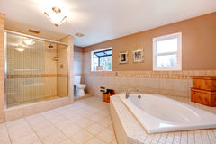 Large warm tones bathroom Stock Photography