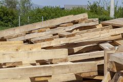 Free Large Wooden Pallet Royalty Free Stock Photography - 147137367
