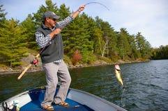 Largemouth басовое рыболовство Стоковые Фото