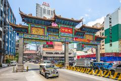 The largest chinatown arch of the world in manila royalty free stock photography