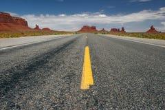 Largo camino. Fotografía de archivo libre de regalías