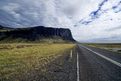 Largo camino de Islandia Imágenes de archivo libres de regalías