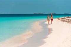 LARGO DE CAYO, CUBA - 8 DE MAIO DE 2017: Paraíso de Playa do Sandy Beach Copie o espaço para o texto Foto de Stock