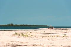 LARGO DE CAYO, CUBA - 10 DE MAIO DE 2017: Paraíso de Playa do Sandy Beach Copie o espaço para o texto Foto de Stock