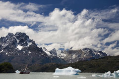 Largo Grey - Patagonia - Argentina Arkivfoton