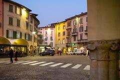 Largo Nicolo Rezzara и аркада Pontida в Бергаме стоковая фотография rf