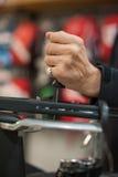 Larguero del tenis que sostiene la lezna y que hace la encadenación de la estafa Foto de archivo libre de regalías