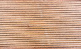 Larice, parte dei rivestimenti strutturati da legno un bordo da un larice, una fine di punto su Fotografia Stock Libera da Diritti