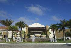 Τώρα όλος-συμπεριλαμβάνον ξενοδοχείο Larimar που βρίσκεται στην παραλία Bavaro σε Punta Cana, Δομινικανή Δημοκρατία Στοκ εικόνα με δικαίωμα ελεύθερης χρήσης