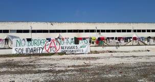 Larissa, Греция - 19-ое марта 2016: Беженцы живя в шатрах Стоковое Изображение