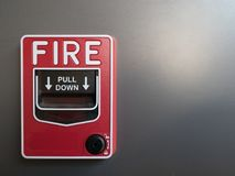 Larm för röd brand på grå bakgrund arkivbild