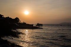 Larn de la KOH de la puesta del sol en pattaya fotografía de archivo libre de regalías