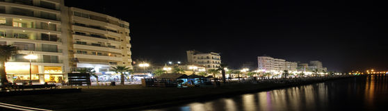 Larnaca bij nigthpanorama stock foto