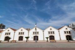 LARNACA, CHIPRE - EM MAIO DE 2016: Centro cultural municipal de Larnaca em armazéns velhos Fotografia de Stock