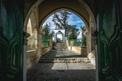 Larnaca/Chipre - febrero de 2019: Hala Sultan Tekke o la mezquita de Umm Haram es una capilla musulm?n en la orilla oeste de Larn foto de archivo