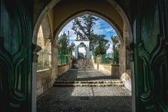 Larnaca/Cypern - Februari 2019: Hala Sultan Tekke eller mosk?n av Umm Haram ?r en muslimsk relikskrin p? den v?stra banken av Lar arkivfoto