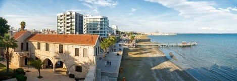 LARNAKA,塞浦路斯- 2014年11月, 30 :Finikoude全景  免版税图库摄影