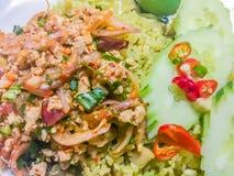 Larpmoo of Thaise kruidige fijngehakte varkensvleessalade, één van de populaire menu's van het straatvoedsel Trek juffrouw van `  stock fotografie
