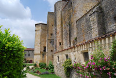 Larressingle的法国中世纪教会 库存图片