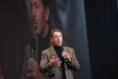 Larry Ellison bildet Rede an Oracle OpenWorld Stockbild