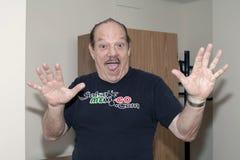 Larry Harlow alvorens Yomo Toro bij het Ziekenhuis te bezoeken Royalty-vrije Stock Afbeeldingen