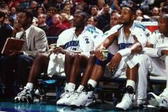 Larry Johnson en Alonzo Mourning, Charlotte Hornets stock afbeeldingen