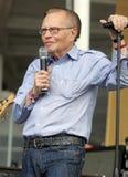Larry King stellt Joe Perry vor stockfotos