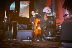 Lars Danielsson stellen Programm Liberetto 2 im Quartettformat dar Lizenzfreie Stockfotografie