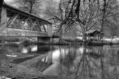 Larwood-überdachte Brücke Lizenzfreies Stockfoto