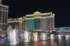 las Невада США vegas 30-ое августа 2017: Мюзикл, танцуя выставка фонтана на казино гостиницы Bellagio Дворец цезаря в взгляде Стоковые Изображения