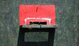 Las abejas vuelan en una colmena Imagen de archivo