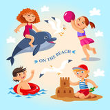 las actividades al aire libre del niño del verano en la playa Foto de archivo
