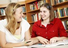 Las adolescencias estudian juntas Fotografía de archivo