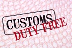 Las aduanas con franquicia sellan en el primer del papel del pasaporte Imágenes de archivo libres de regalías