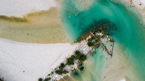 Las aguas esmeralda del río de Soca, son el paraíso que transporta en balsa Fotografía de archivo libre de regalías