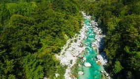 Las aguas esmeralda del río de Soca, son el paraíso que transporta en balsa Imágenes de archivo libres de regalías