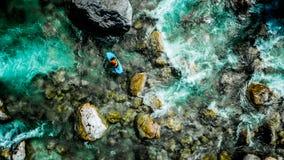 Las aguas esmeralda del río de Soca, son el paraíso que transporta en balsa Fotografía de archivo